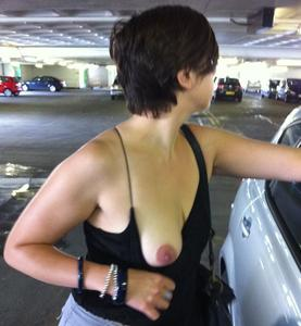 Short-Haired-Brunette-Nude-In-Public-x40-07a278r2c5.jpg