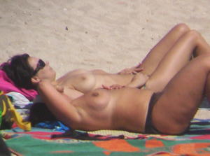 2-Topless-Mature-Women-I-Saw-On-The-Beach-%2817-Pics%29-67bdwhax77.jpg
